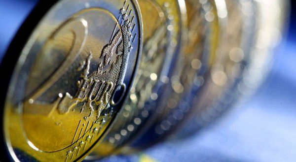 Eurozone Confidence Wanes; UK Shines - euro2